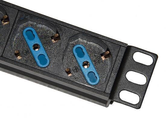 Multipresa alimentazione per rack 19″ con 6 prese universali tripolari/schuko magnetotermica