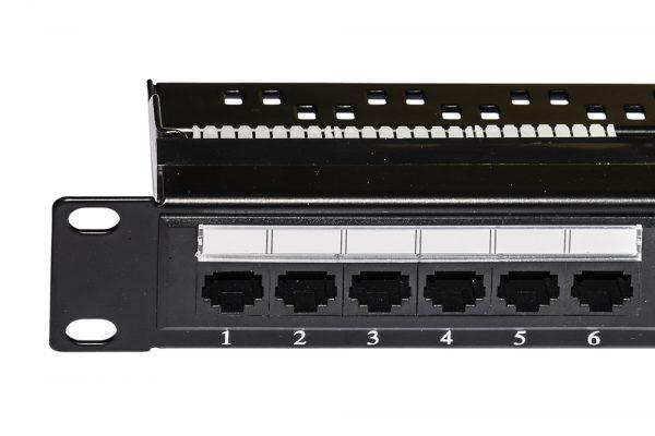 Pannello patch 19″ non schermato utp 24 porte 8 poli rj45 per reti categoria 6 nero