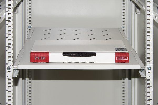 Ripiano per armadio rack 19″ allungabile 550 mm con 4 agganci grigio