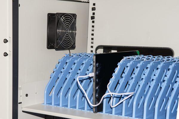 Armadio alloggiamento 40 tablet con ruote multiprese incluse ventole di raffreddamento porta in acciaio traforata colore grigio nero