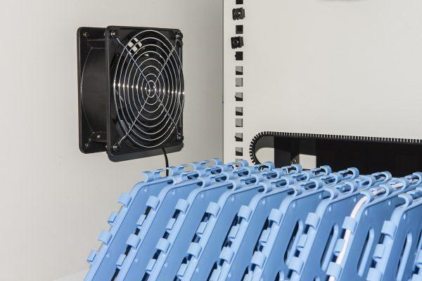 Armadio alloggiamento 60 tablet con ruote multiprese incluse ventole di raffreddamento porta in acciaio traforata colore grigio nero