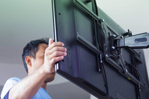 Come montare una TV a parete