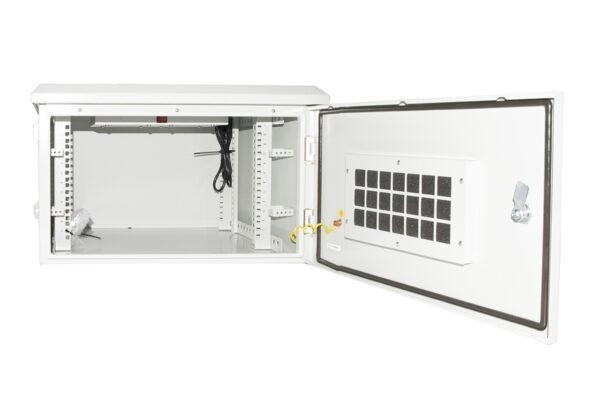 Armadio rack 19 pollici 6u per reti da esterno classe protezione ip55 misure mm (l)600x(p)450x(a)333 grigio chiaro con ventole filtrate